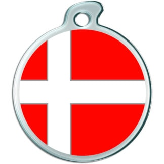 A round dog tag with the Danish flag.